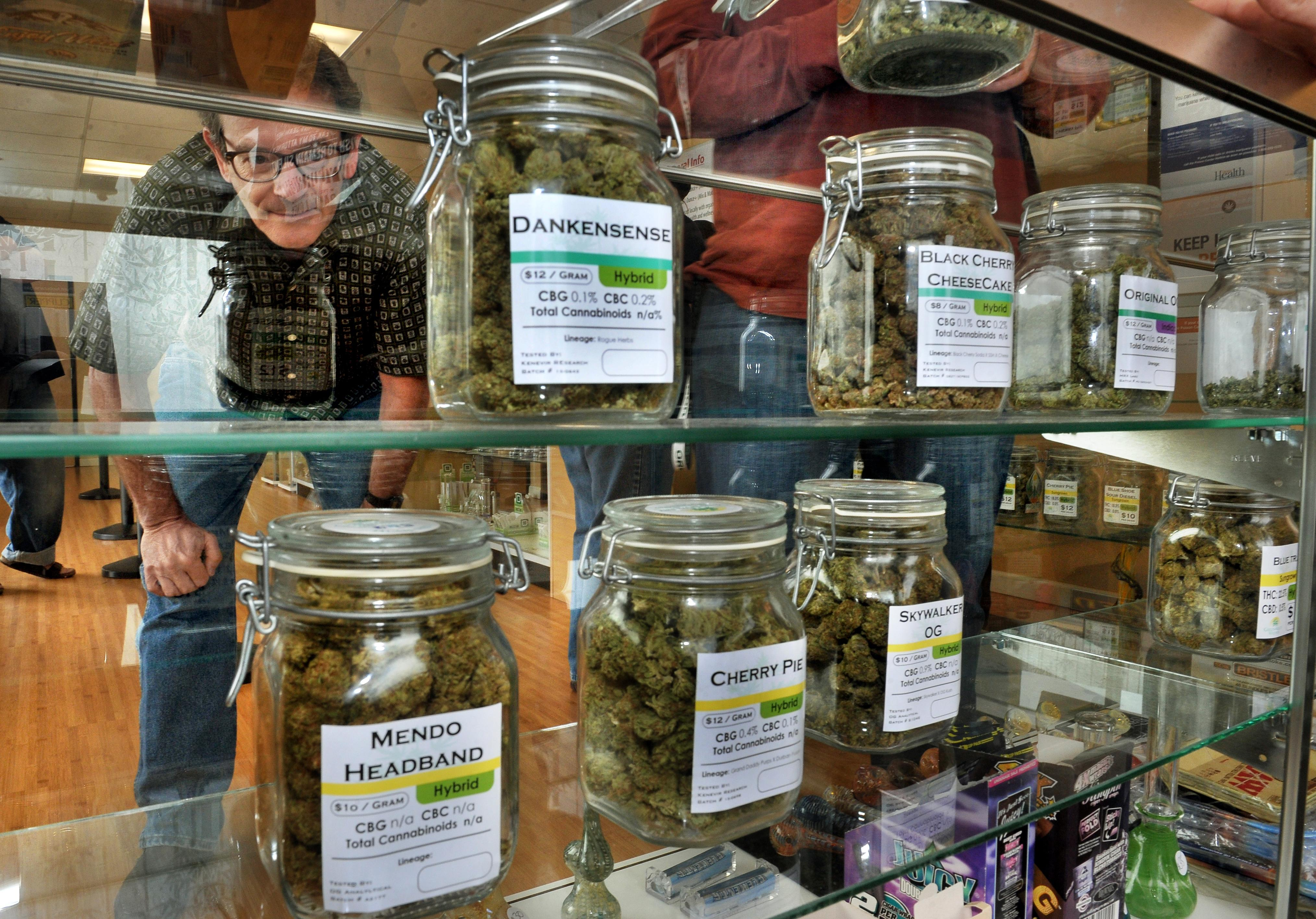 Read more about the article Massachusetts Pot Shops Begin Selling Recreational Marijuana Today